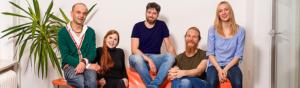 couch schmal 300x88 - Online Redakteur /-in (w,d,m)